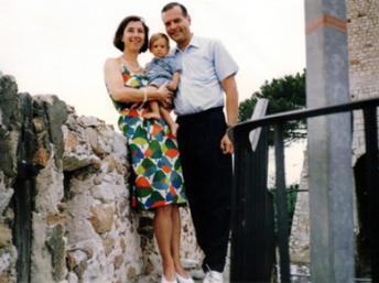 Le juge Borrel, ici en compagnie de sa femme, avait été retrouvé mort en 1995 à Djibouti. (Photo : AFP)