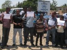 Manifestation devant le siège de la représentantion du HCR à Bujumbura, lundi 26 août 2013. RFI/Esdras Ndikumana