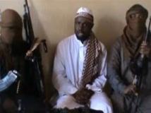 Capture d'écran d'une vidéo publiée sur Youtube le 12 avril 2012. Au centre, Abubakar Shekau, leader de Boko Haram. AFP / YOUTUBE