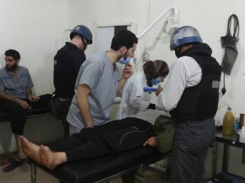 Les inspecteurs des Nations unies se sont rendus dans un hôpital de la banlieue de Damas pour visiter des personnes touchées par une présumée attaque à l'arme chimique, le 26 août 2013. REUTERS/Abo Alnour Alhaji