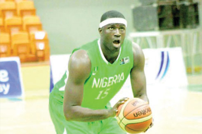 """1/4 finale Sénégal-Nigéria: """"Ce n'est pas parce qu'on a fait plus de 100 points qu'on va battre le Sénégal"""", se méfie le pivot nigérian Oyedeji Olumide"""