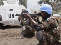 Un casque bleu tanzanien de la brigade onusienne d'intervention, lors d'une session d'entraînement à Goma, en RDC, le 9 août 2013. REUTERS/Kenny Katombe