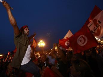 Tunisie: une chaîne humaine de l'opposition dans les rues de Tunis