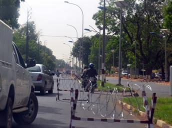 La zone de sécurité dans le quartier des ambassades dans l'ouest de Niamey, le 4 juin 2013. AFP PHOTO / BOUREIMA HAMA
