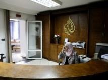En Egypte, la chaîne de télévision qatarienne al-Jazira fait l'objet d'attaques de toutes parts. AFP PHOTO/MOHAMMED ABED