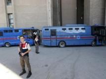 Les officiers accusés d'avoir mené le putsch de 1997 arrivent au tribunal d'Ankara, lundi 2 septembre 2013. REUTERS/Umit Bektas