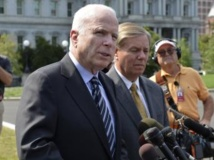 Les sénateurs John McCain (g) et Lindsey Graham après leur rencontre avec Barack Obama, lundi 2 septembre 2013. REUTERS/Mike Theiler