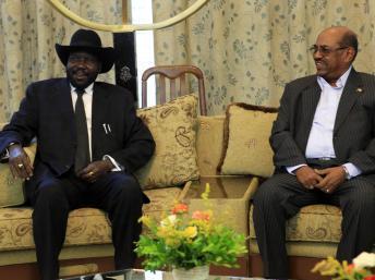 Le président du Soudan du Sud s'est entretenu avec son homologue soudanais el-Béchir, lors d'une visite à Karthoum le 3 septembre 2013. REUTERS/Mohamed Nureldin Abdallah