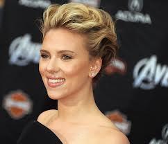 Scarlett Johansson, sensuelle à Venise : Décolleté glamour devant Elisa Sednaoui