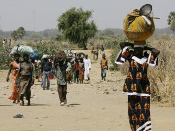 Réfugiés tchadiens arrivant au Cameroun en 2008. AFP PHOTO/KAMBOU SIA