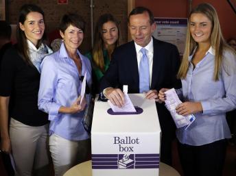 Législatives en Australie: victoire pour les conservateurs de Tony Abbott