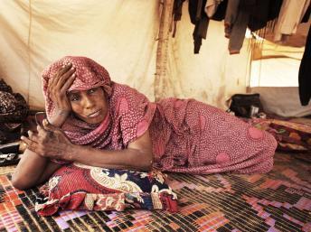 Femme installée dans le camp de réfugiés de Mbera. Reuters/Joe Penney