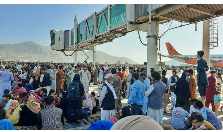 Afghanistan: chaos, confusion et panique à l'aéroport et dans Kaboul
