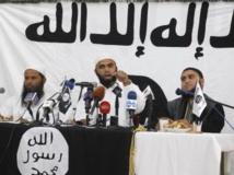 Saïf Eddine Erais, l'un des leaders d'Ansar al-Charia, lors d'une conférence de presse à Tunis, le jeudi 16 mai. REUTERS/Zoubeir Souissi