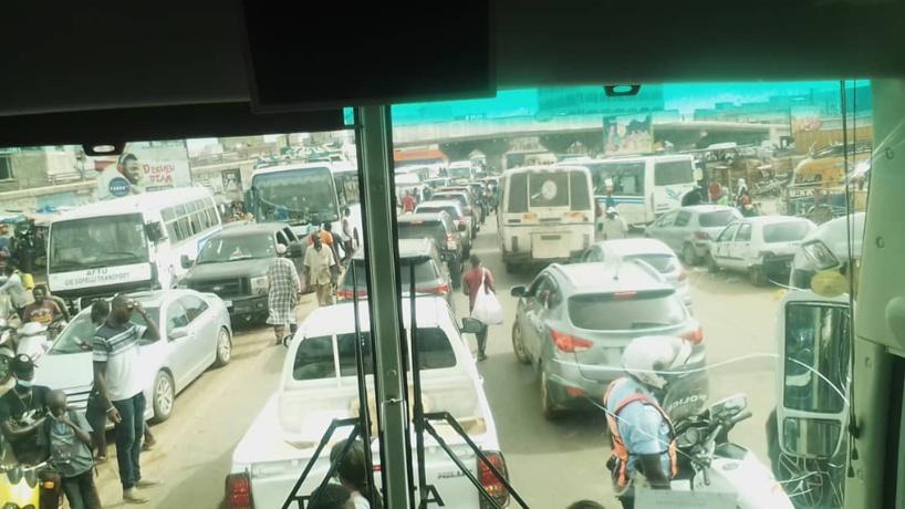 URGENT - Manifestions sur l'Autoroute à péage: le cortège du ministre de l'Intérieur bloqué