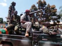 Des combattants de la Seleka, ce mardi 10 septembre à Bangui, en route vers Bossangoa, où plus de 60 personnes ont été tuées dans les violences de ces derniers jours. AFP PHOTO / PACOME PABANDJI