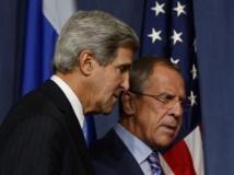 John Kerry et Sergueï Lavrov lors de leur point presse jeudi 12 novembre 2013, à Genève. REUTERS/Larry Downing