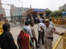 Des Indiens sont venus écouter la sentence du juge concernant les 4 hommes reconnus coupables du viol de la jeune étudiante dans un bus de New Delhi. REUTERS/Adnan Abidi