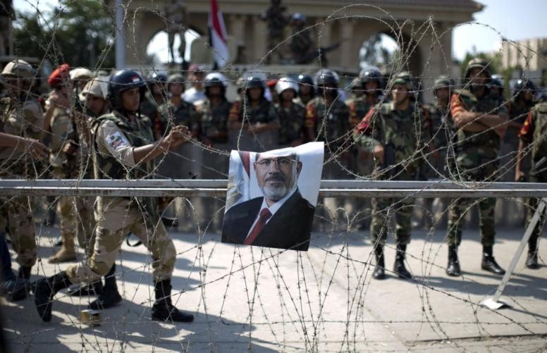 Egypte: des milliers de pro-Morsi dans les rues, un mois après l'assaut sanglant de la police