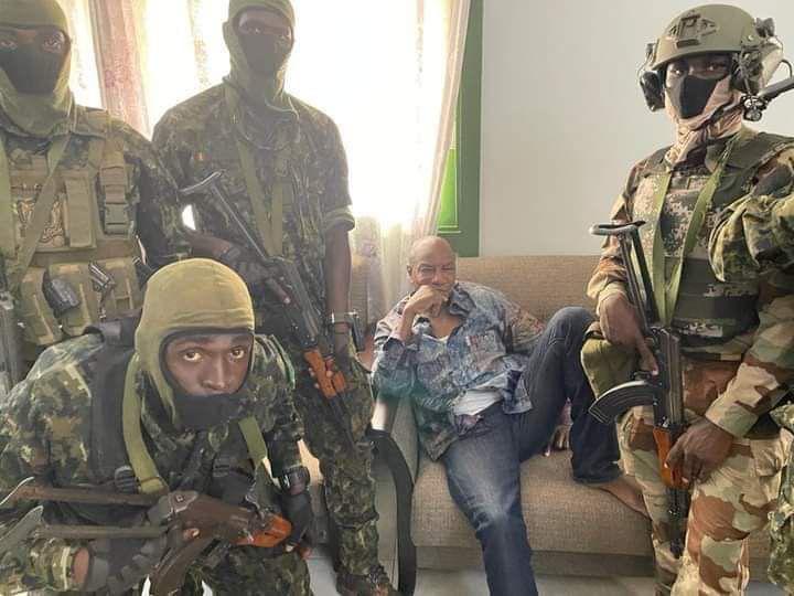 Guinée: Alpha Condè est détenu au camp Makombo par les mutins