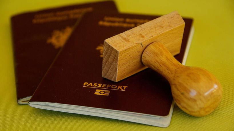Des députés cités dans une affaire de trafic de faux passeports