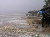 Image de la plage d'Acapulco, le 15 septembre 2013. L'ouragan Ingrid et les pluies tropicales dévastent le Golfe du Mexique. REUTERS/Jacobo Garcia