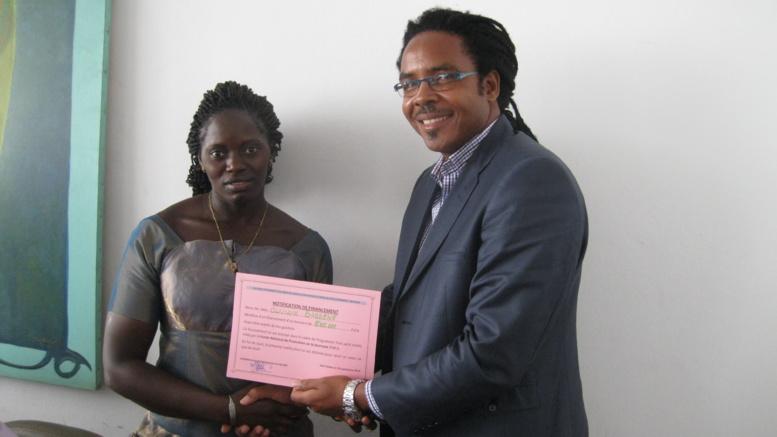Programme « Tout petits crédits »: le FNPJ remet des chèques aux jeunes du secteur de l'artisanat et du commerce