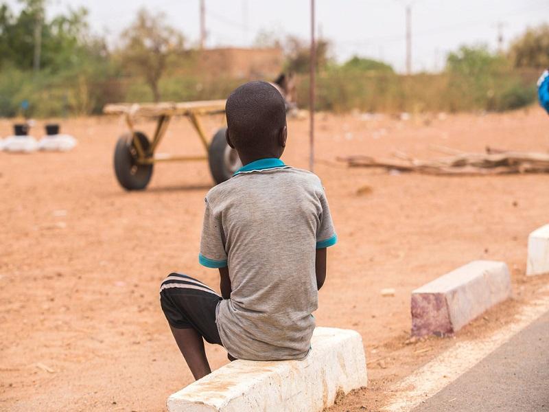 Niger: de plus en plus d'enfants tués ou recrutés par des groupes armés dans la zone sahélienne (Rapport)
