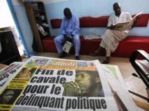 Une d'un quotidien ivoirien qui annonce l'arrestation du leader politique Charles Blé Goudé, le 18 janvier 2013. REUTERS/Thierry Gouegnon