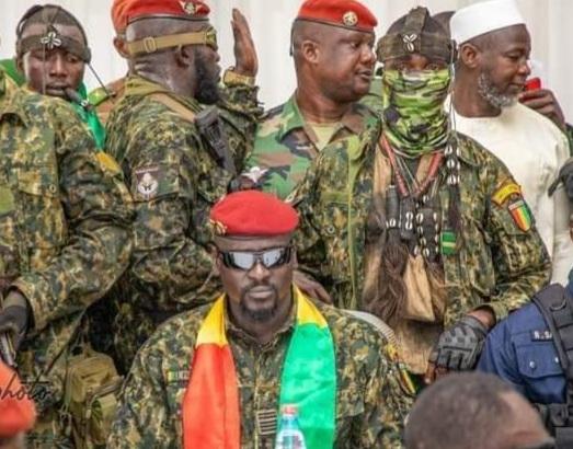 Audit du gouvernement Condé : 450 marchés de gré à gré et 5 845 milliards de francs guinéens détournés en Guinée (Cnrd)