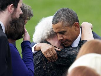 Barack Obama lors de la cérémonie à la mémoire des victimes de la fusillade dans un immeuble de la Marine à Washington. REUTERS/Joshua Roberts
