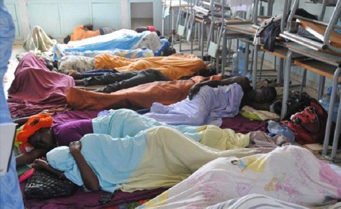 """""""Recrutements clientélistes"""" : des enseignants observent une grève de la faim devant le siège de Frapp"""