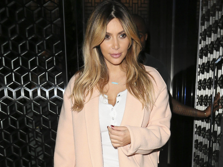 """Kim  Kardashian """"s'ennuie"""" dans sa nouvelle vie de maman"""