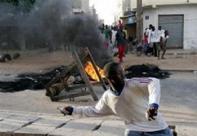Dernière minute : populations et forces de l'ordre croisent le fer en banlieue de Dakar