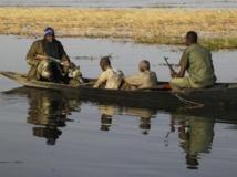 Des soldats maliens transportent des hommes accusés de collaborer avec le Mujao, le 2 mars 2013. REUTERS/Emmanuel Braun