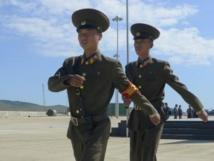 Des soldats nord-coréens, lors d'une cérémonie célébrant la réouverture d'une ligne de chemins de fer entre la Corée du Nord et la Russie, le 22 septembre 2013. REUTERS/Yuri Maltsev