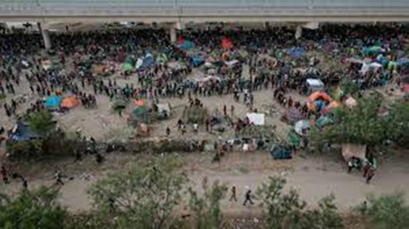L'administration Biden veut accélérer l'expulsion de 15 000 migrants réunis sous un pont au Texas