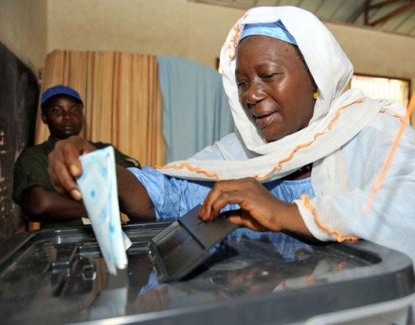 Législatives en Guinée: une forte affluence et des dysfonctionnements signalés