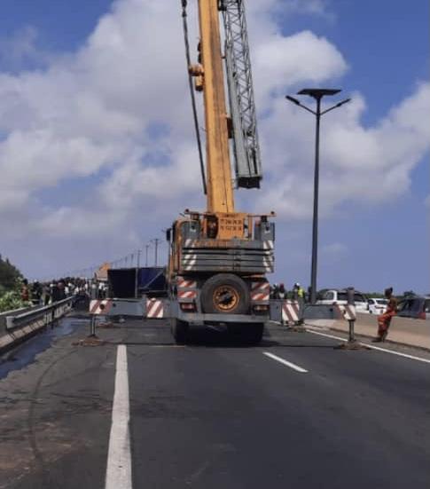 Autoroute de l'Avenir: le camion dégagé de la voie, la circulation est redevient normale