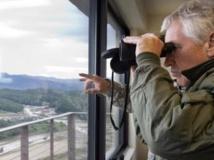 Chuck Hagel, secrétaire d'Etat à la défense américain, en visite dans un poste d'observation sud-coréen, le 30 septembre 2013. REUTERS/Jacquelyn Martin/Pool