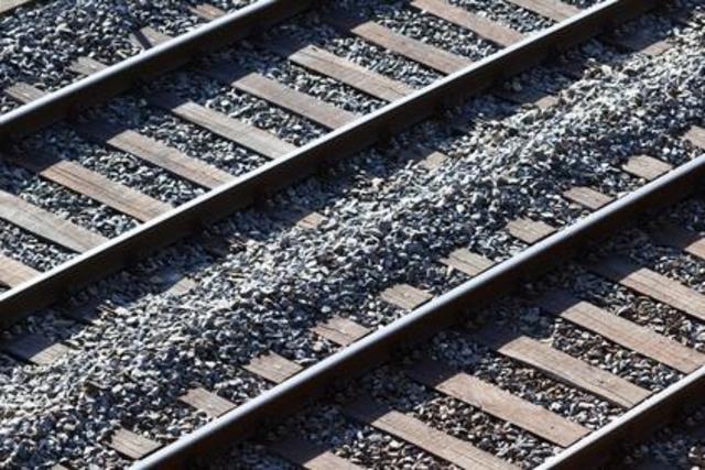 Une femme meurt en faisant l'amour sur une voie ferrée