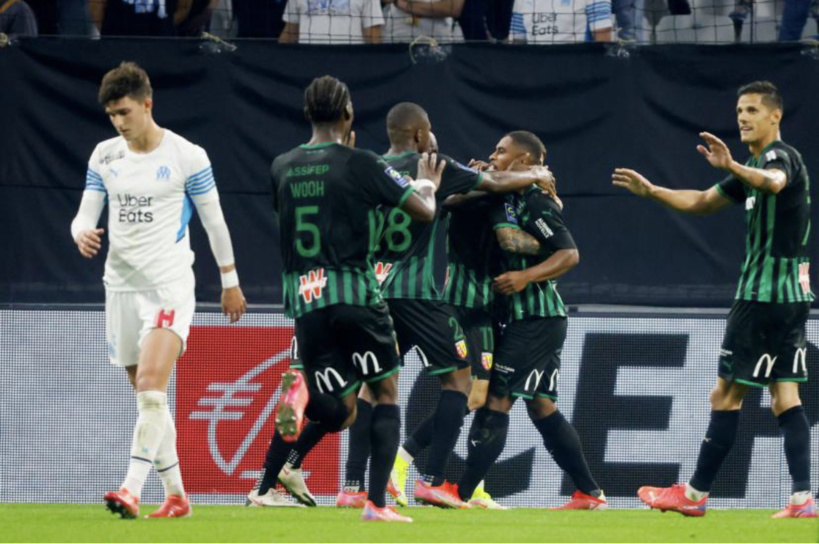 Ligue 1: Lens inflige une première défaite à l'OM au bout d'un match fou