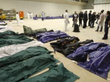 Les corps des victimes du naufrage du bateau de migrants, au large de l'île de Lampedusa, de ce jeudi 3 octobre. REUTERS/Antonio Parrinello
