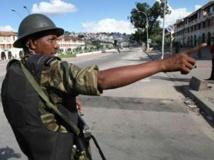 Un gendarme malgache dans les rues d'Antananarivo. AFP / Richard Bouhet