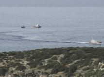 Des bateaux patrouillent pour tenter de retrouver les disparus après le naufrage au large de l'île de Lampedusa, le 3 octobre. REUTERS/Enza Billeci