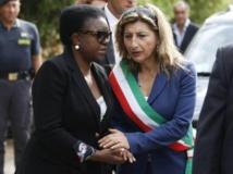 La ministre italienne à l'Intégration, Cécile Kyenge (g), et la maire de Lampedusa, Giusi Nicolini (d), le 6 octobre 2013. REUTERS/Antonio Parrinello