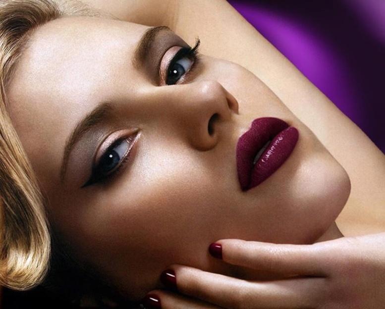 Scarlett Johansson : élue femme la plus sexy... 7 ans après son premier sacre !