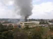 Le centre commercial Westgate durant la prise d'otages, Nairobi. REUTERS/Johnson Mugo