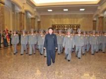 Kim Jong-un, jeudi 10 octobre, au Palais du Soleil de Kumsusan pour rendre hommage aux deux anciens dirigeants, Kim Jong-il et Kim Il-sung. REUTERS/KCNA