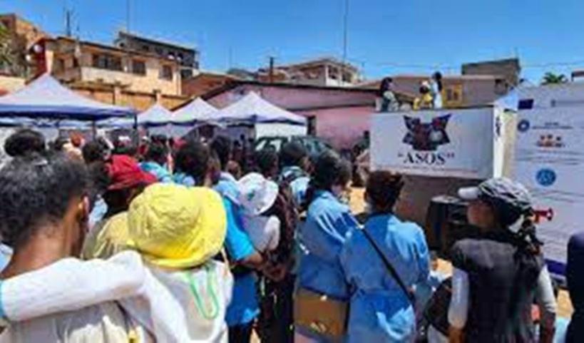 À Madagascar, spectacles et quizz pour faire passer les messages sur la santé sexuelle